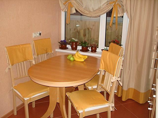 Персиковые римские шторы на кухню (10 фото)