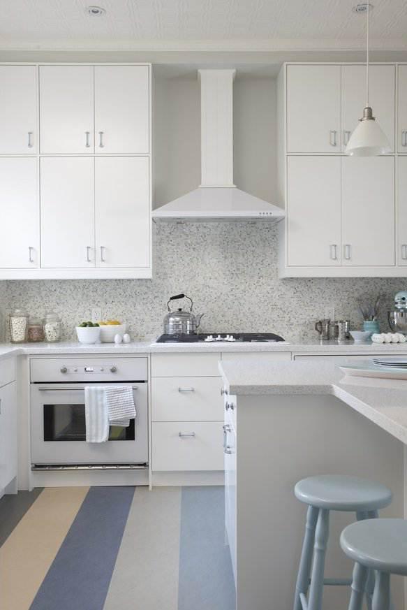Дизайн белой кухни с островом 12 кв.м (7 фото)