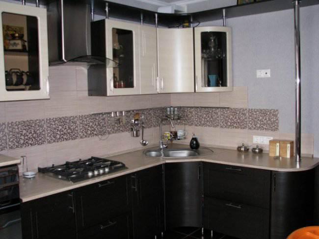 Дизайн угловой кухни 11 кв.м с 3d-эффектом в однокомнатной квартире (7 фото)
