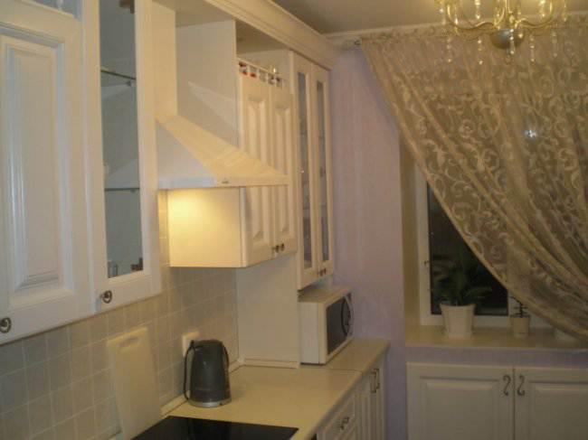 Дизайн прямой белой кухни 8 кв.м (17 фото)