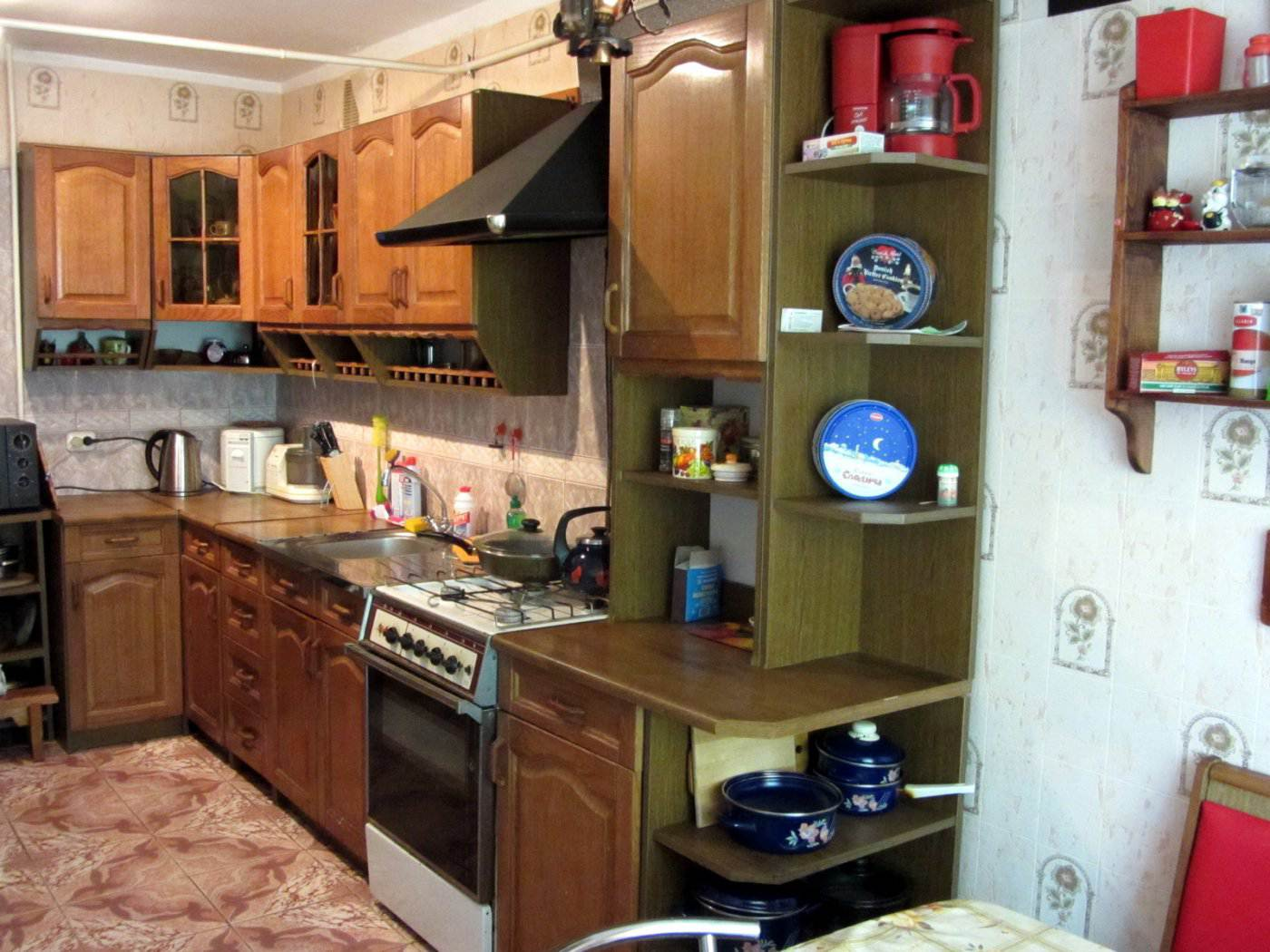 Дизайн кухни 7 кв.м с холодильником и стиральной