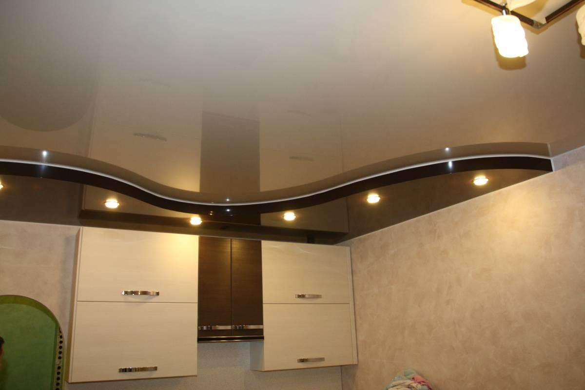 Двухуровневый потолок на кухне фото