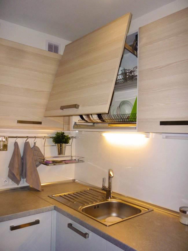 Дизайн угловой кухни 10 кв.м в пастельных тонах (12 фото)