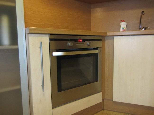 Дизайн угловой кухни 15 кв.м в квартире-студии (16 фото)