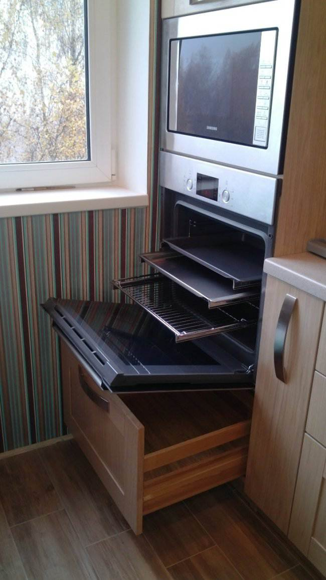 Дизайн прямой кухни 9 кв.м из массива (29 фото)