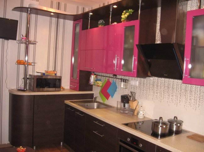 Дизайн угловой контрастной кухни 9 кв.м (10 фото)