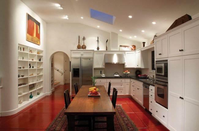 Плитка на контрастной кухне
