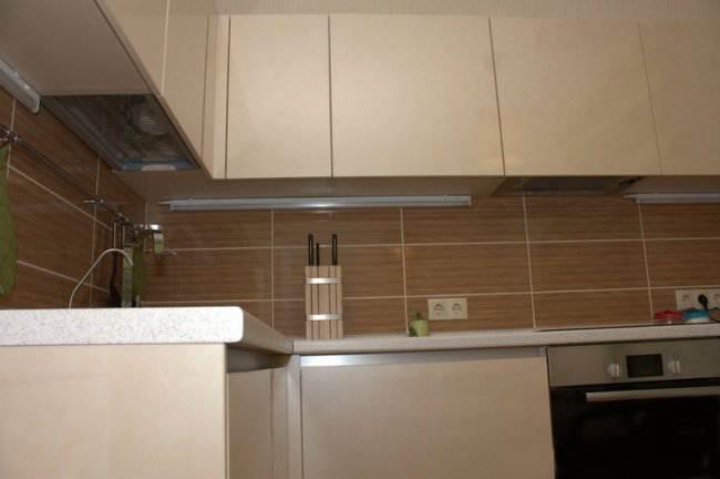 Дизайн угловой кухни 9 кв.м в стиле минимализм (7 фото)