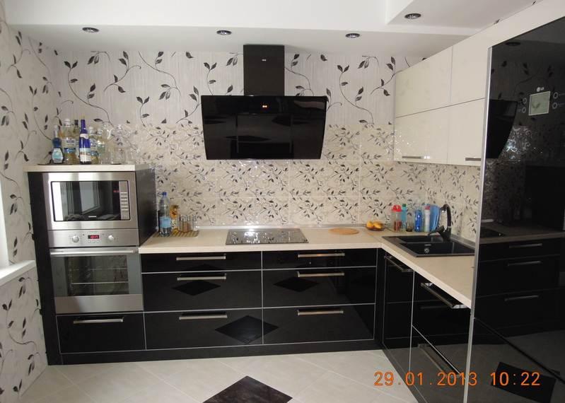 Дизайн кухни обои и плитка