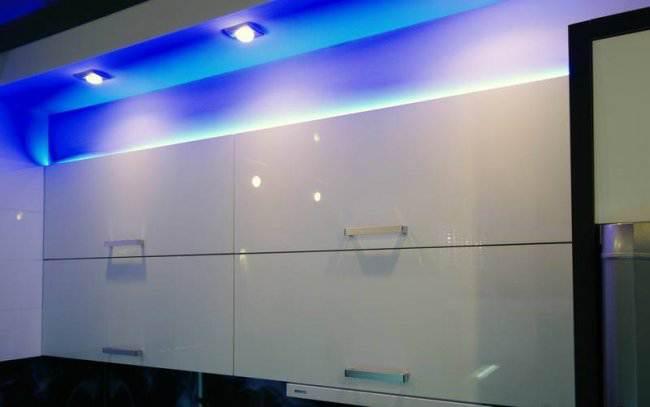 Дизайн угловой кухни 7 кв.м объединенной с балконом (10 фото)