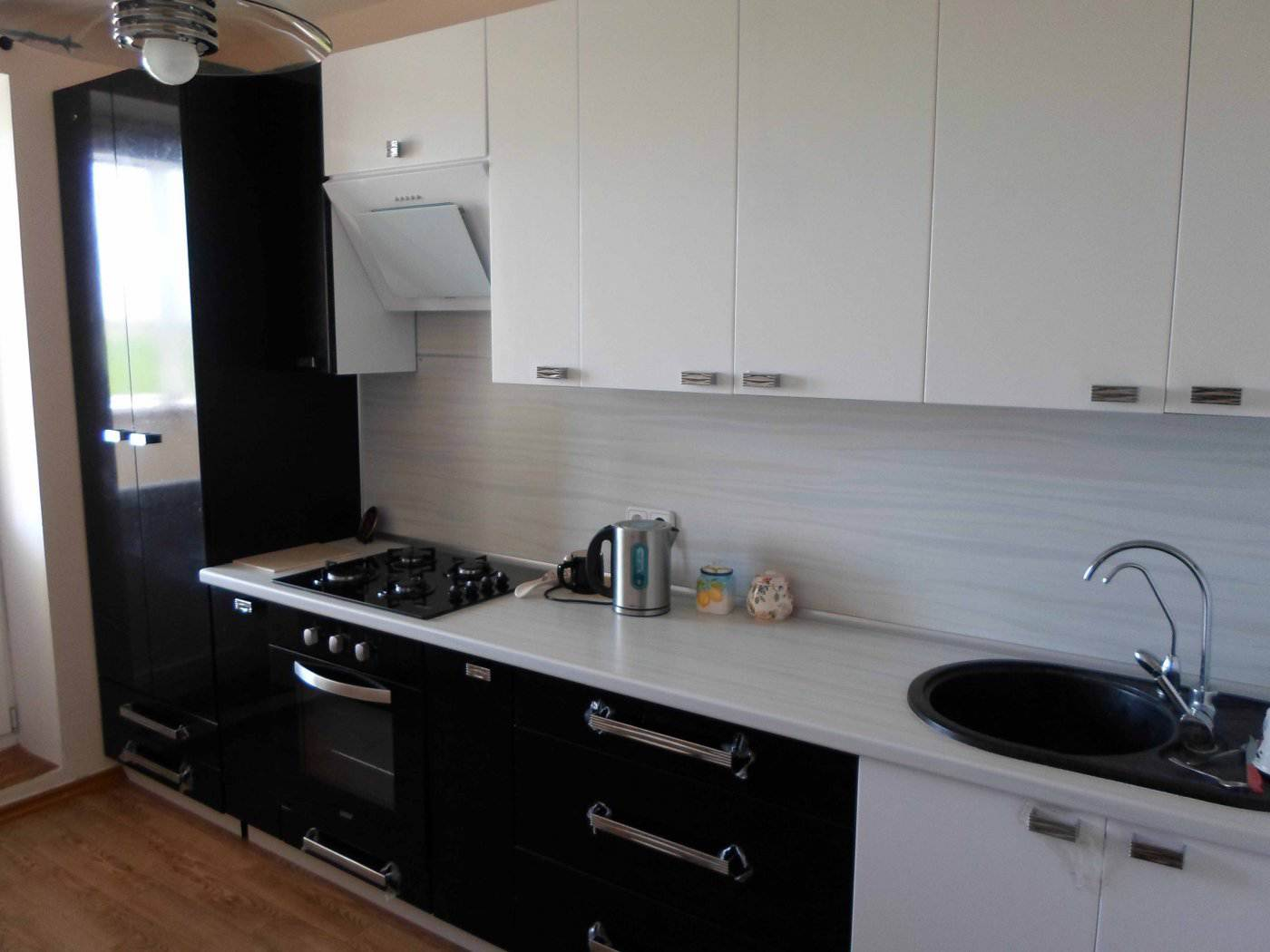 дизайн кухни 7 кв м с колонкой фото