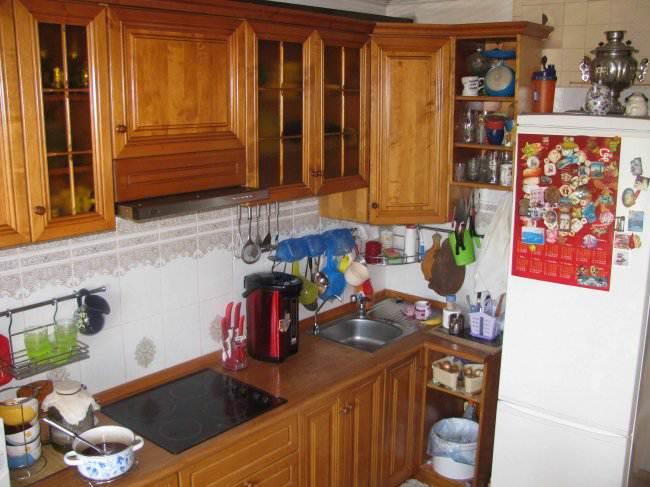 Дизайн угловой кухни из массива 12 кв. м (17 фото)