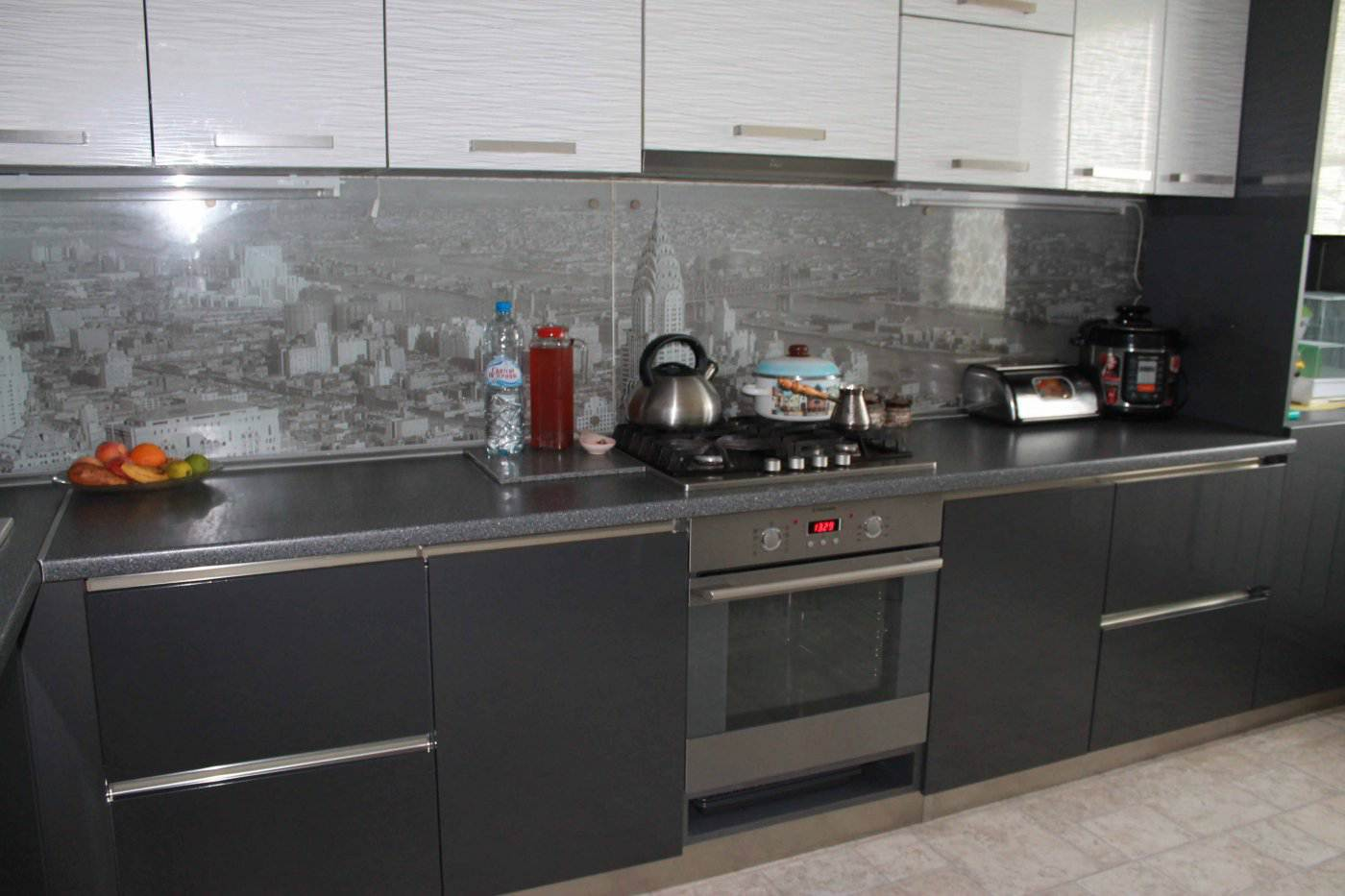 Дизайн кухни мойка у окна 9 кв метров