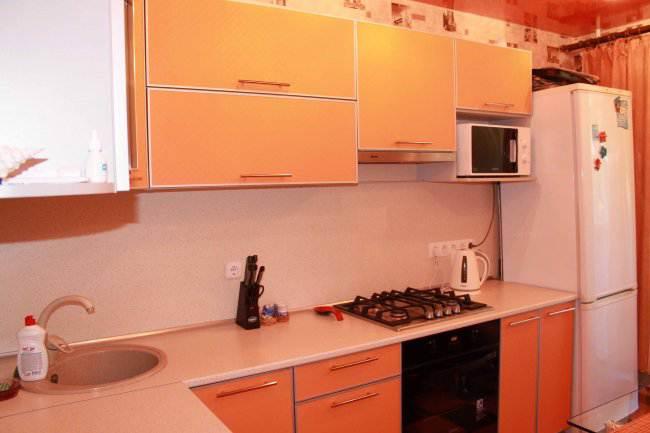 Дизайн угловой оранжевой кухни 10 кв.м (12 фото)