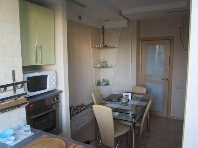 Салатовая кухня, объединенная с балконом (13 фото)