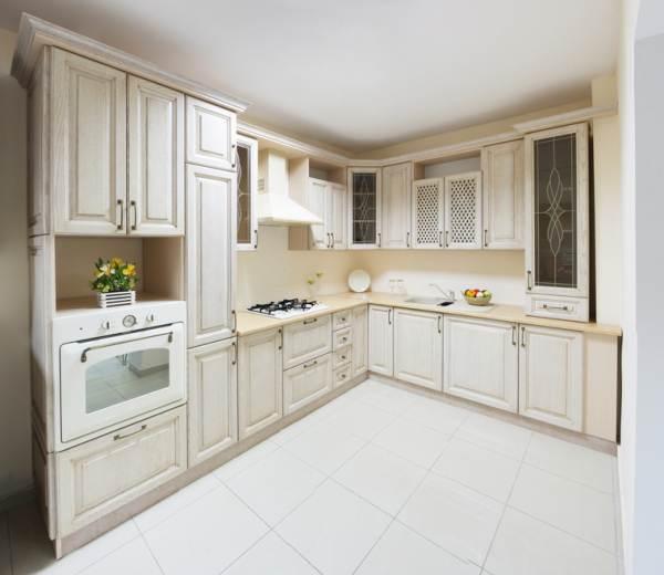 кухня фиолетовая с черной столешницей фото