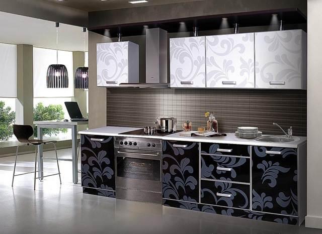 интерьер кухни с синими обоями фото