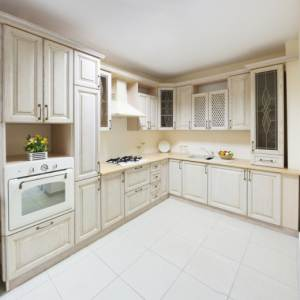 Одноцветная бежевая кухня