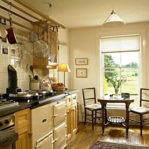 Классическая деревянная кухня
