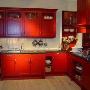 Красная матовая кухня