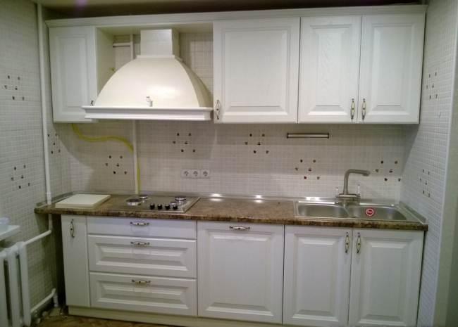 Белая прямая кухня из массива ясеня (5 фото)