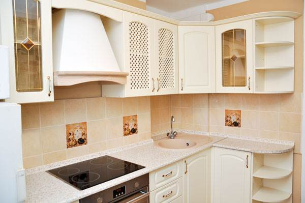 Классическая бежевая кухня 7 кв.м за 1800$ (9 фото)