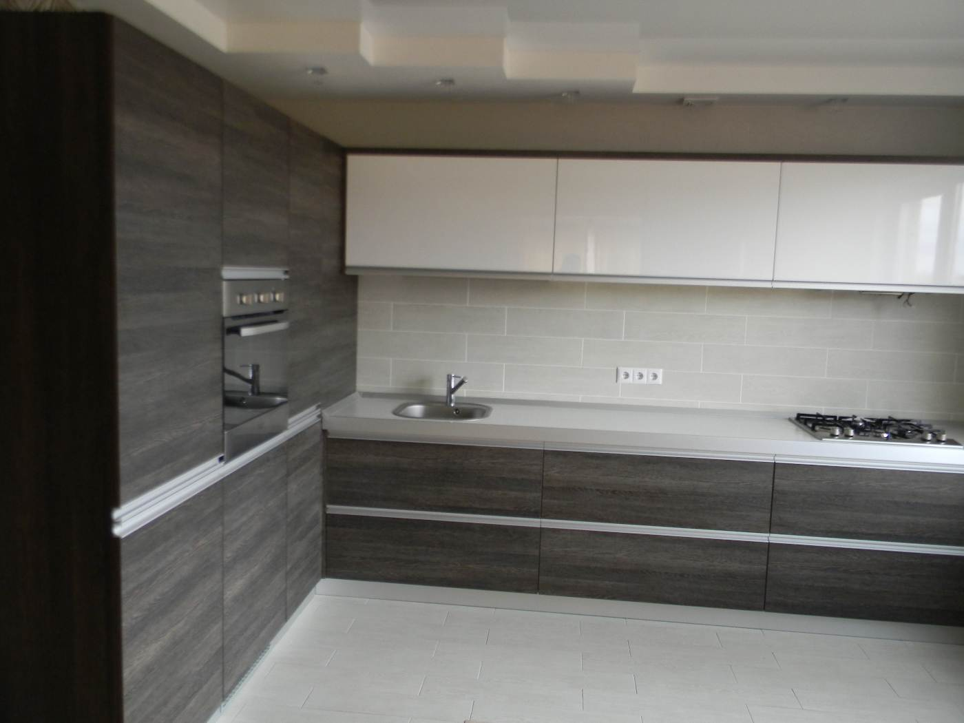 Современный дизайн кухня с встроенной техникой