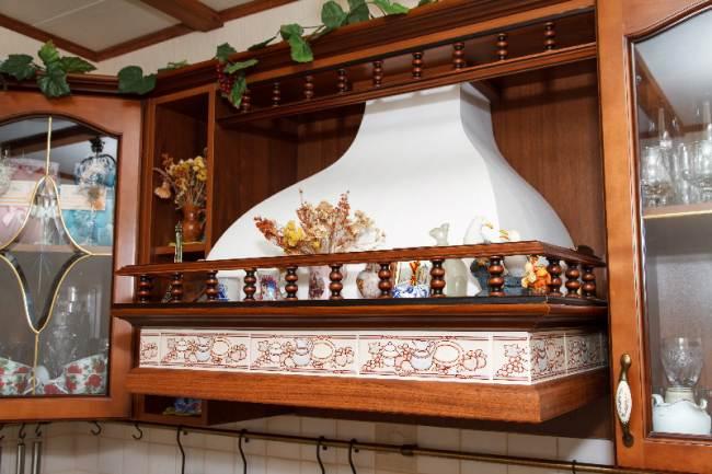 Дизайн кухни 6,9 кв.м в стиле кантри из массива (9 фото)
