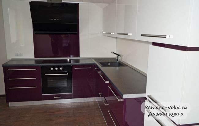 Дизайн фиолетовой глянцевой кухни 12 кв.м за 3200$ (8 фото)