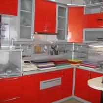 30 фото кухонь красного цвета