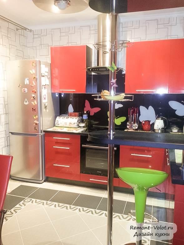 Маленькая кухня с фотопечатью по индивидуальному дизайну фото 19
