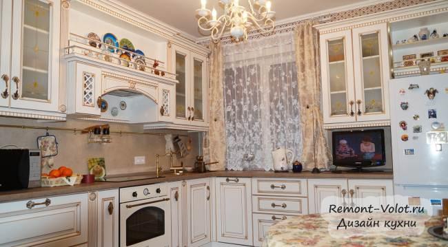 Угловая кухня в классическом стиле 9,9 кв.м. за $4000