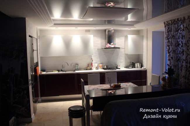 Дизайн глянцевой фиолетовой кухни 10 кв.м + гостиная (27 фото)