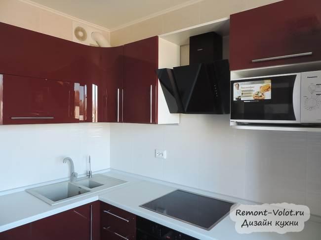Угловая бордовая кухня с барной стойкой за 2200$ (16 фото)