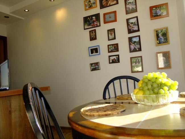 Дизайн кухни 12 кв.м. с эркером и выделенной обеденной зоной (8 фото)