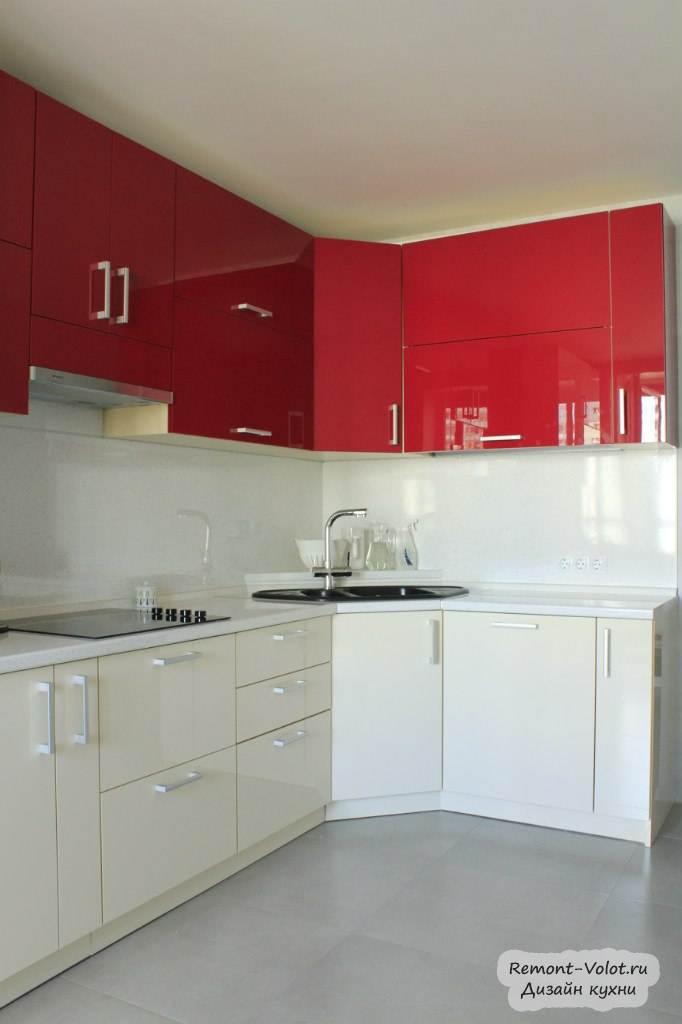 Красные кухни с бежевым верхом в интерьере фото
