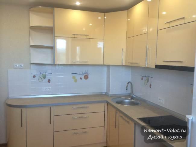 Недорогая кухня из бежевого пластика (6 фото после монтажа)
