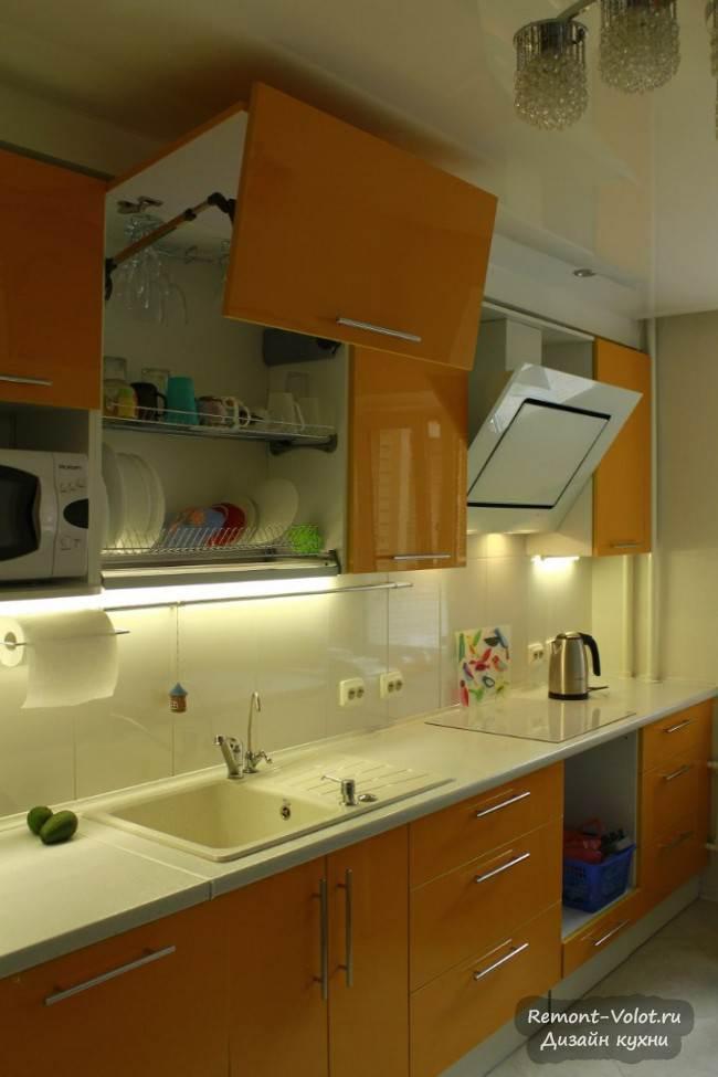Прямая глянцевая кухня цвета «оранж» длиной 4,1 м
