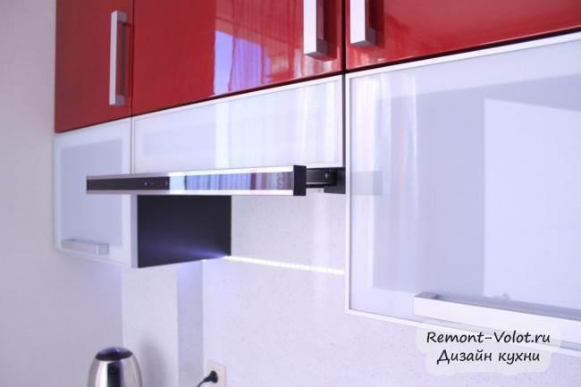 Трехцветная кухня за 5000$ с глянцевыми фасадами