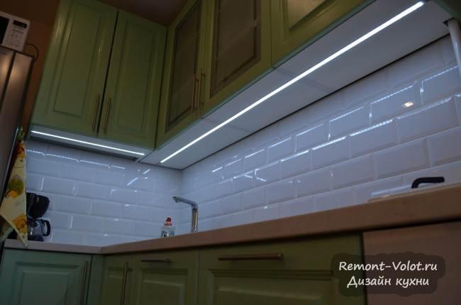 Светодиодная лента подсветка под верхними шкафами на кухне