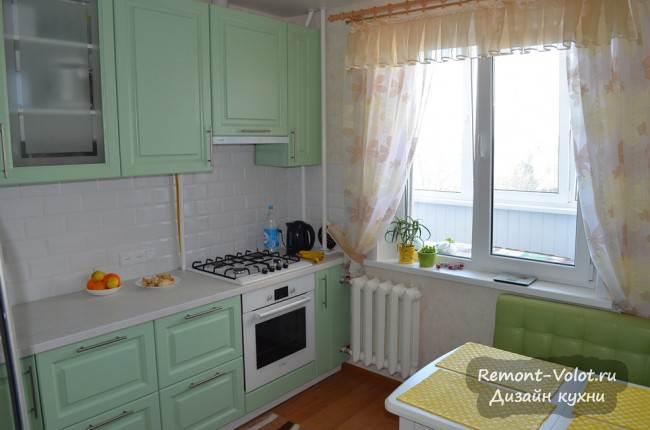 Кухня 9 кв.м с окном на балкон