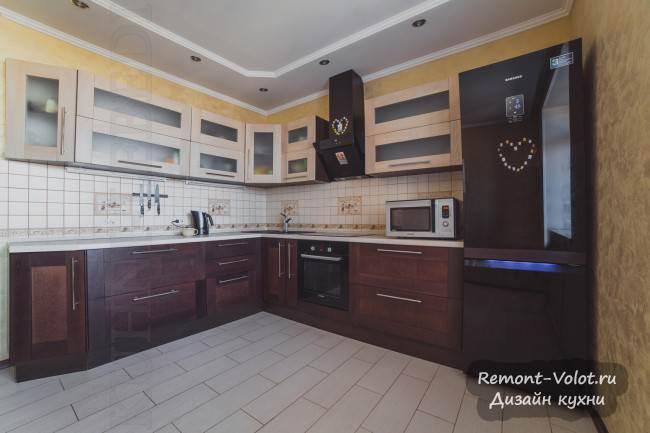 Угловая кухня «Эммануэль» из массива цвета беленого дуба и темной груши