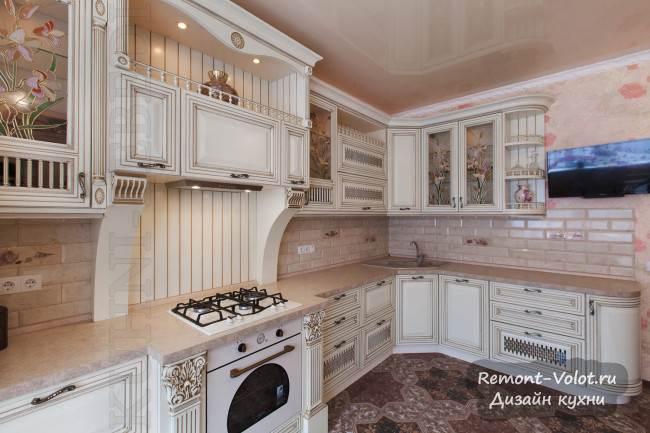Угловая кухня под старину с резьбой и позолотой