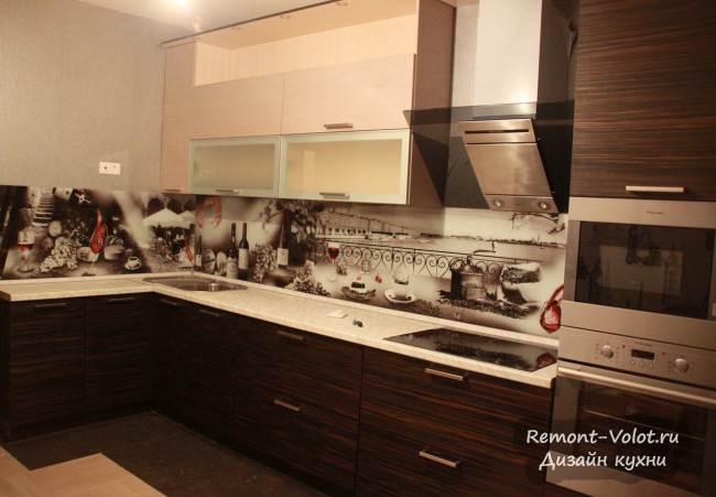 Кухня цвета венге с красивым скинали за 4000$