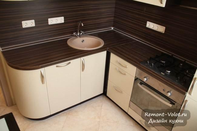Бежевая кухня 6 кв.м. за 3200$ со встроенным холодильником