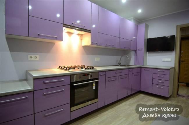 Дизайн подвесной сиреневой кухни 10 кв.м