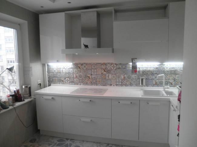 Кухонные гарнитуры для маленькой кухни (30 фото)