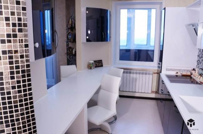 Параллельная кухня на площади 10 кв.м с каменной столешницей