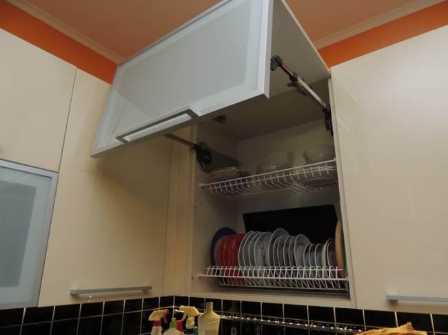Дизайн кухни  цвета слоновой кости 12,5 кв.м. с эркером и барной стойкой