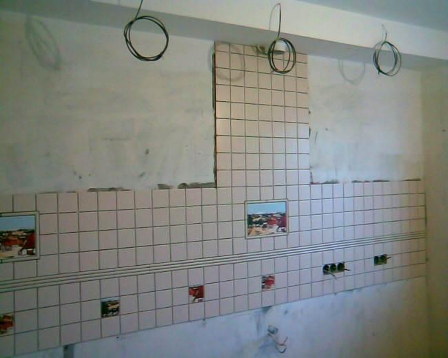 Классическая кухня из массива 10 кв.м. с потолочными балками
